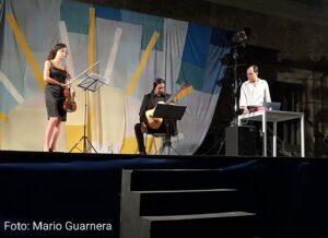 Andrea Amici e il Ten Strings Duo prima dell'esecuzione del brano