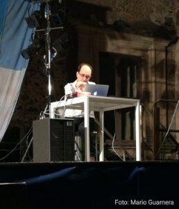 Andrea Amici al computer per la prima esecuzione de ...l'immagine più debole di un suono...